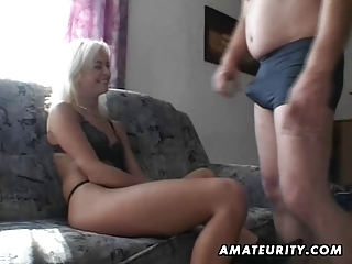 Amateur Teen Girlfriend Sucks And Fucks With Cumshot