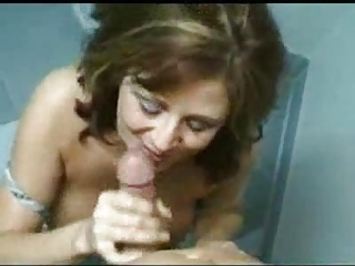 Mom In Toilet.F70